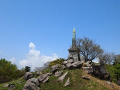 基山山頂の天智天皇欽仰之碑